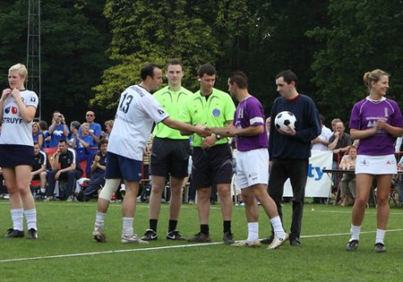 Wedstrijdbal + inworp finale Beker van België korfbal - Riviera vs Boeckenberg