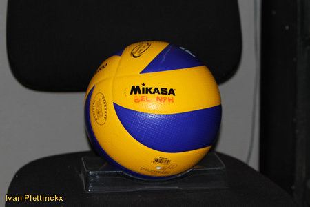 Opslag + wedstrijdbal EK-kwalificatietornooi volleybal