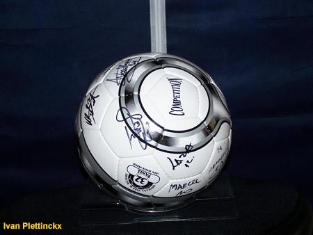 Ondertekende bal Sporting Lokeren