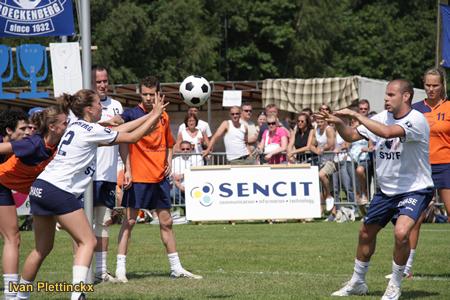 Inworp + wedstrijdbal veldfinale korfbal Scaldis - Boeckenberg