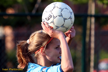 Wedstrijdbal + ondertekende bal Sinaai Girls - Fémina W.S. Woluwe