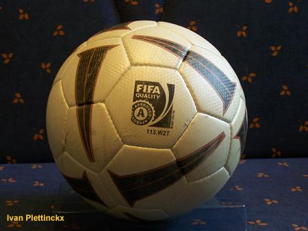 Wedstrijdbal + aftrap Red Star Waasland - FC Brussels