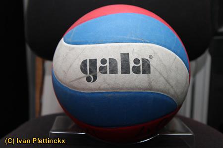 Wedstrijdbal Jeugdvolley Londerzeel Senioren Heren 1 - Volley Haasrode Leuven 4