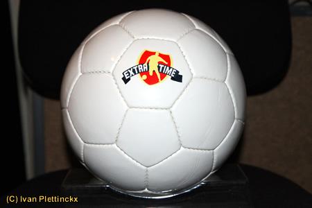 2 wedstrijdballen Espinosa (deklatcompetitie Extra Time), 1 promobal Sporza en 1 opwarmingsbal