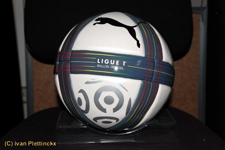 Wedstrijdbal Ligue 1 (hoogste klasse voetbal Frankrijk) en replica Ligue 2